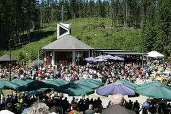 V nedeľu 31. mája o 12. hodine sa uskutoční slávnostná sv. omša v kaplnke na hore Živčáková pri príležitosti tradičnej jarnej púte.