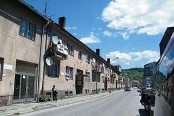 V najbližšom čase plánuje mesto Čadca vysťahovať ďalšie dva byty na Moyzesovej ulici.