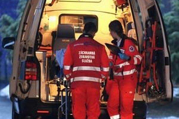 Matka a jej dve deti skončili v rukách záchranárov.