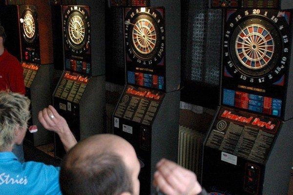 Mesto Levice v roku 2015 nevyrubí daň za nevýherné hracie prístroje.