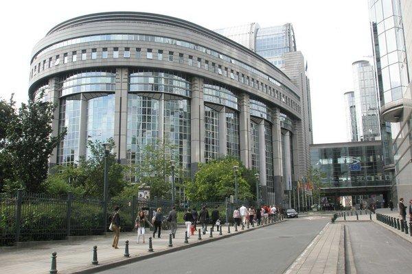 V europarlamente dochádza k výmene poslancov. Voľby sa konajú v 28 členských krajinách.