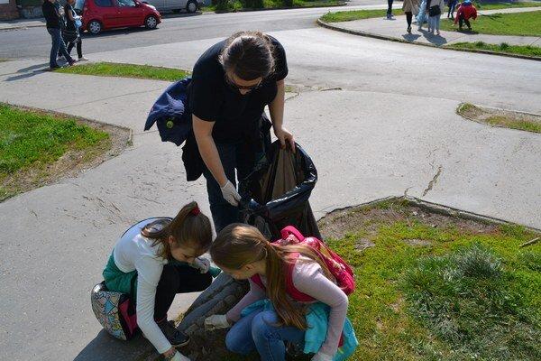 Študenti po šiestykrát čistili mesto.