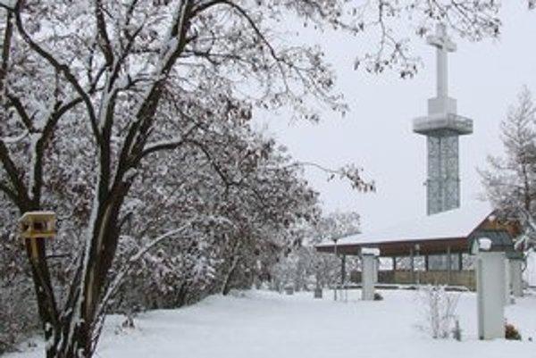 Vyhliadková veža má byť hotová do leta.