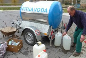 Už vyše týždňa je jediným zdrojom pitnej vody v Ipeľskom Sokolci cisterna.