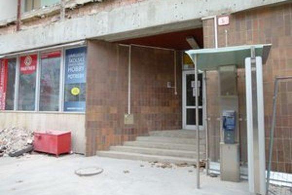 Do konca roka budú v meste len dva telefónne automaty. Jeden z nich je pred Dituriou a druhý pred poštou.