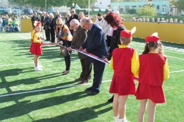 V Šahách slávnostne otvorili nové multifunkčné ihrisko