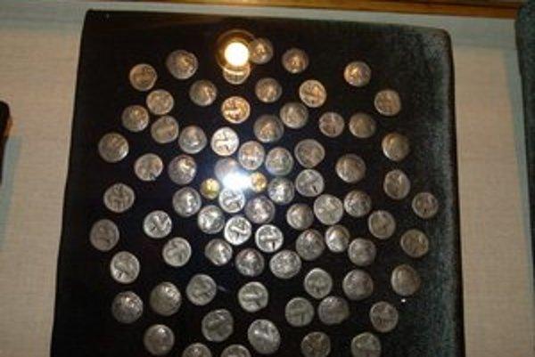 Zbierka keltských mincí bola objavená v Leviciach v roku 1930.