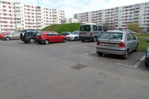 Parkoviská na sídliskách sú plné. Koncepcia parkovania má priniesť nové možnosti.