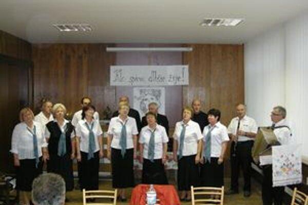 Druhý hudobný album spevokolu Rybničan má názov Ten Rybníček.
