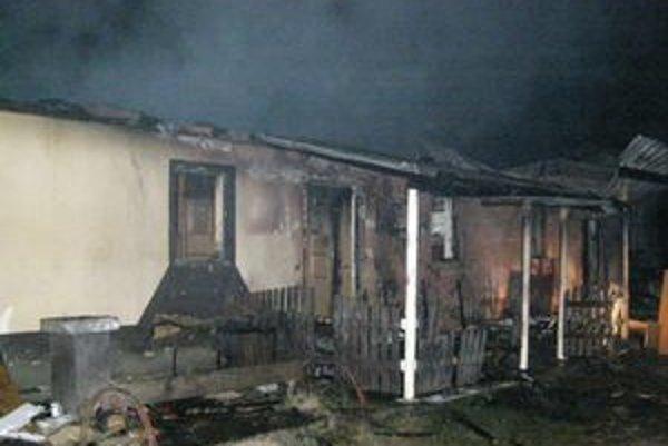 Silný požiar zničil administratívnu časť kynologickej stanice vo Svodove.