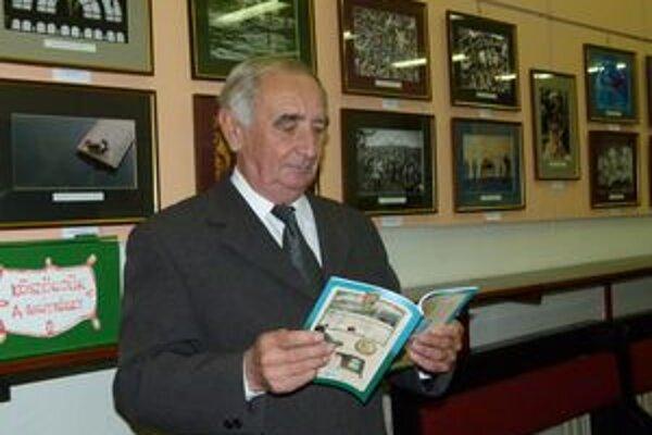 Karol Sándor je autorom publikácie Z dejín levických cechov.