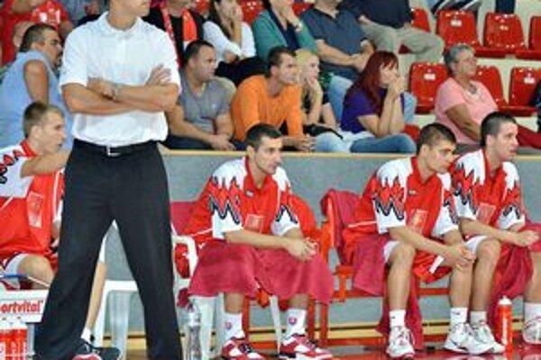 Peter Bálint na fotografii ešte ako tréner Komárna, v súčasnosti trénuje Levice.