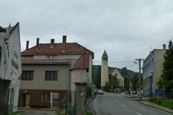 V Pukanci a aj ďalších obciach okresu ponúkali falošní úradníci ľuďom lieky.