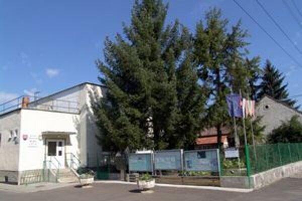 Pohronský Ruskov je jednou z troch obcí Levického okresu, kde budú onedlho ľudia kompostovať. Do domov dostanú malé kompostárne.
