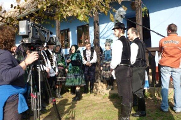 Vo filme účinkujú deti, mládežníci a divadelní ochotníci zo Starého Tekova a Rybníka.
