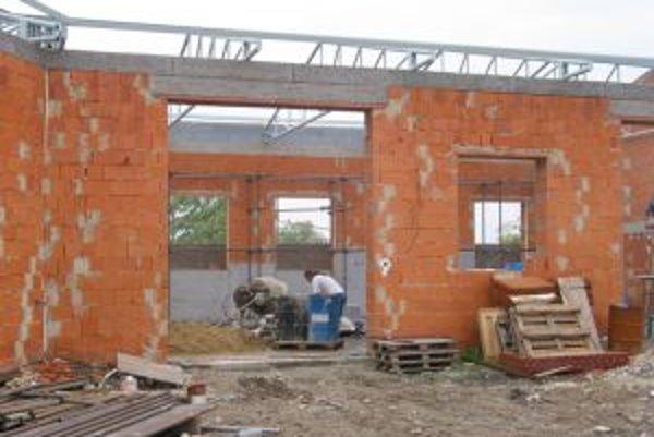 V minulosti bolo v stavebníctve pracovných ponúk viac.