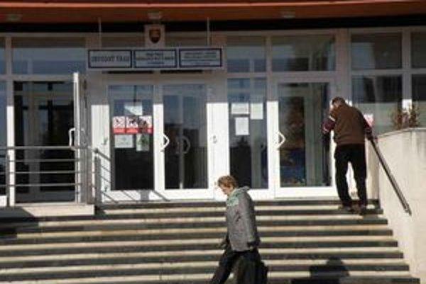 Levický okres patrí k regiónom s najvyššou mierou nezamestnanosti v rámci Nitrianskeho kraja.