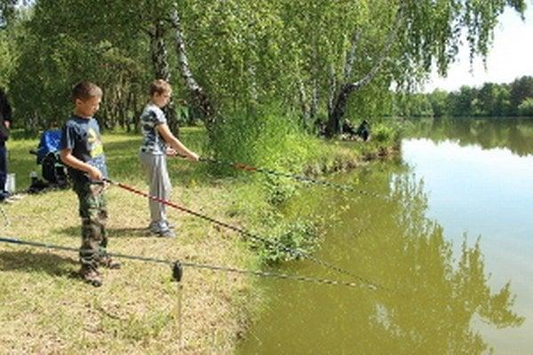 Holíčski rybári potešili deti.