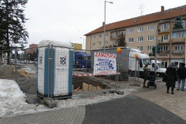 Situácia na hlavnej križovatke v Senici.