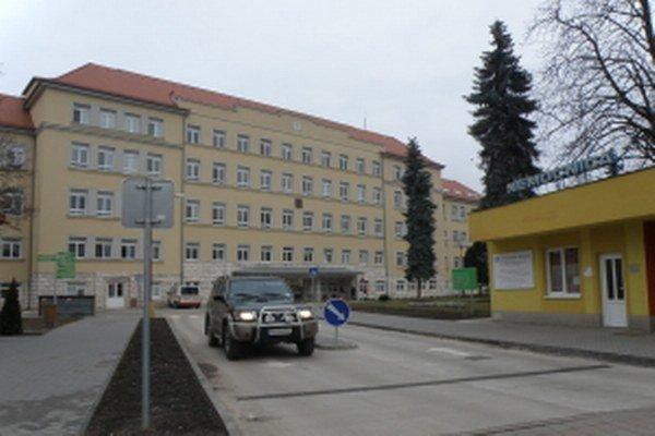 Hlavný vstup do nemocnice v Skalici.