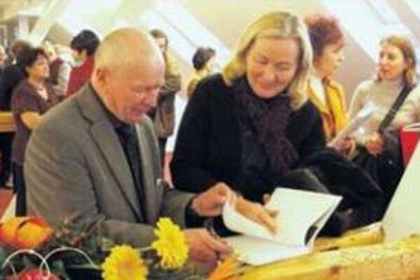 Prvé autogramy do novej knihy.