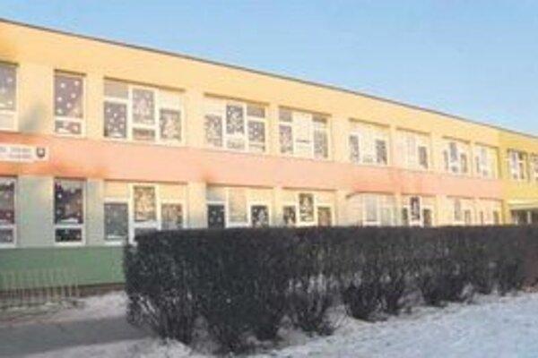Základnú školu si chce mesto prenajímať.