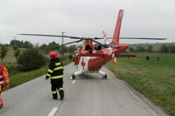 Na mieste nehody zasahoval aj vrtuľník.