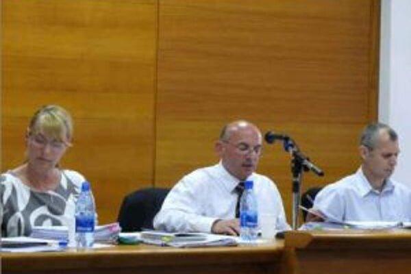 Primátor Senice Ľubomír Parízek(v strede).
