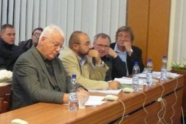 Riaditeľský post sociálnych služieb sa stal dilemou pre mestských poslancov.