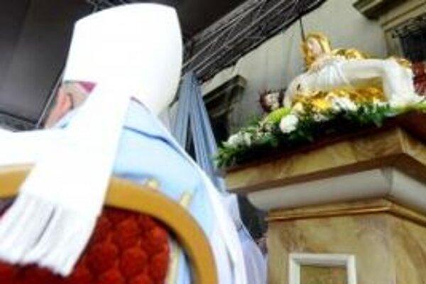 Do baziliky v Šaštíne putujú každý rok tisíce veriacich.