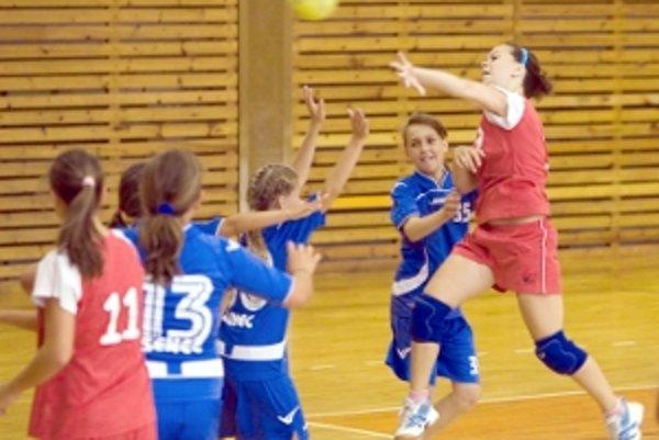 Zo zápasu žiačok Senica - Senec.