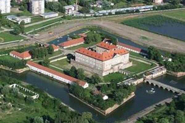 Areál zámku v Holíči.