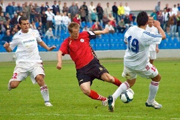 Ivan Belák (v strede) dal proti Petržalke víťazný gól.
