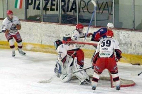 Hokejistom Dukly Senica sa začalo v 1. lige dariť.