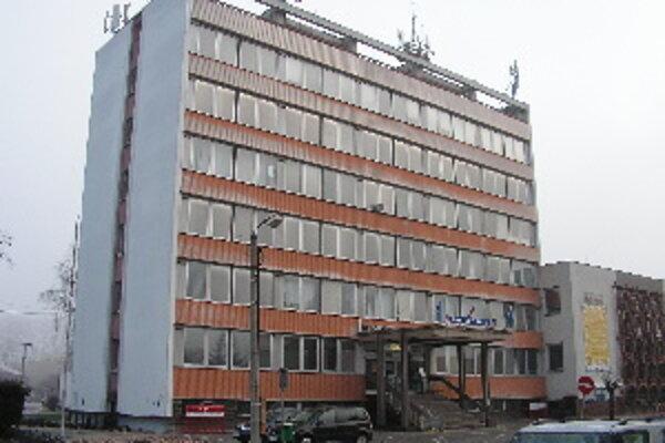 Mestský úrad v Malackách. Podľa našich skúseností presadzuje prísnu kontrolu všetkých materiálov určených na zverejnenie. Ako za komunizmu.