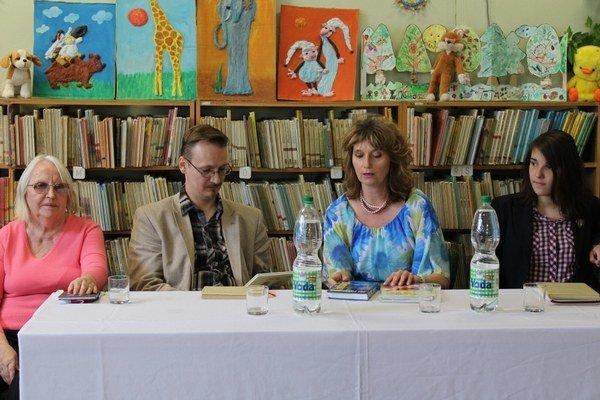 Autori v šurianskej knižnici.