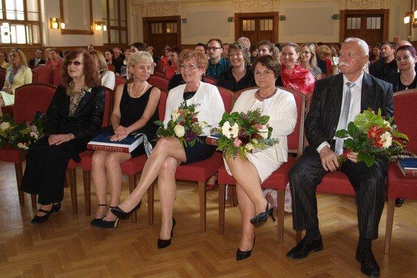 Čerství držitelia ceny – zľava H. Augustovičová, R. Niczová, D. Gundová, A. Littvová a M. Mácz.