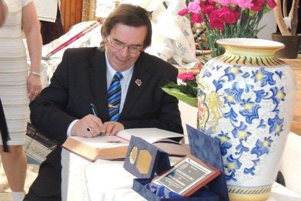 Všetky doterajšie ocenenia získala obec pod vedením starostu Imricha Hrabovského. Po odchode do dôchodku dostal Cenu obce.