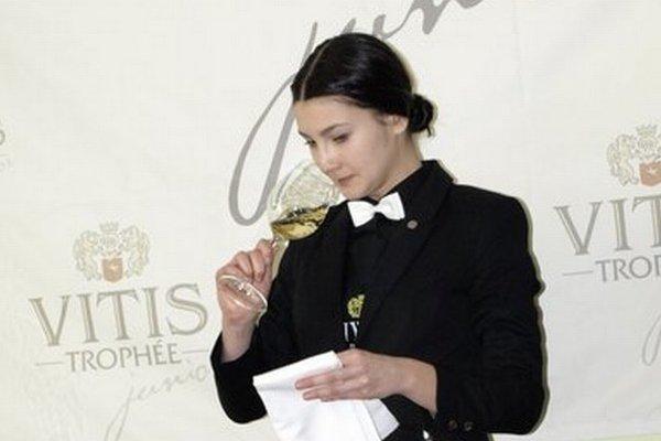 Karin Kovácsová reprezentovala Slovensko aj vo Francúzsku. Snímka je z celoslovenského finále súťaže somelierov v Nových Zámkoch.