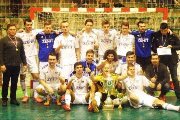 Víťazné mužstvo Zenitu po vyhlásení výsledkov.