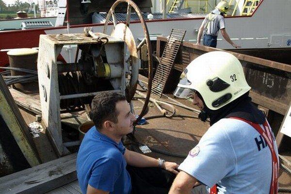 Niekedy musia zasahovať aj na lodi. Toto bolo, našťastie, len cvičenie.