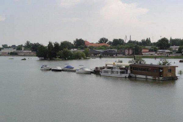 Záplavy ohrozujú Komárno aj v súčasnosti.