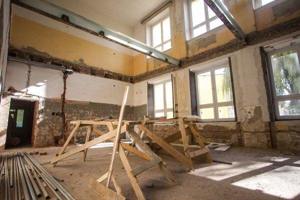 Budova škôlky ešte počas úprav.