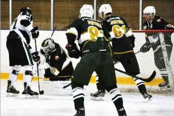 Hokejisti HC Mikron Nové Zámky absolvovali v týždni dva zápasy na klziskách súperov so striedavými úspechmi.