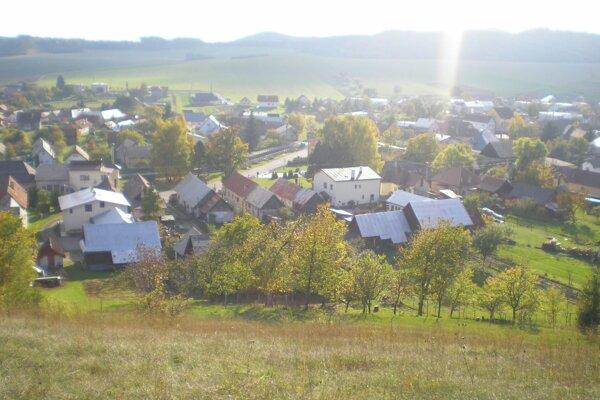 Obec Valča