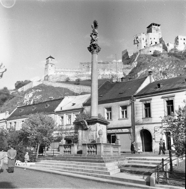 Morový stĺp okolo roku 1950.
