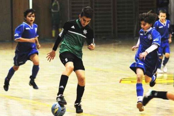 Futbalový maratón v športovej hale v Nesvadoch priniesol množstvo zaujímavých zápasov.