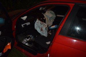Nehoda sa našťastie neskončila tragicky. Vodiča odviezli do nemocnice s ľahkými zraneniami.