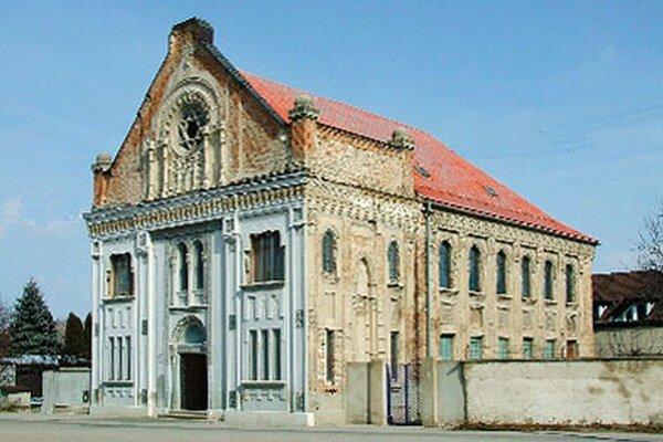Exteriér šurianskej synagógy chcú opraviť z eurofondov. Vnútri je mestské múzeum.