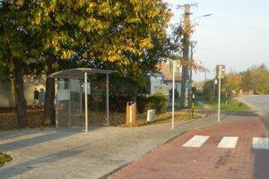 Zrekonštruovaná autobusová zastávka.